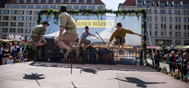 Internationaler Bänderbaumtanz mit Folklorefest auf Dresdner Altmarkt